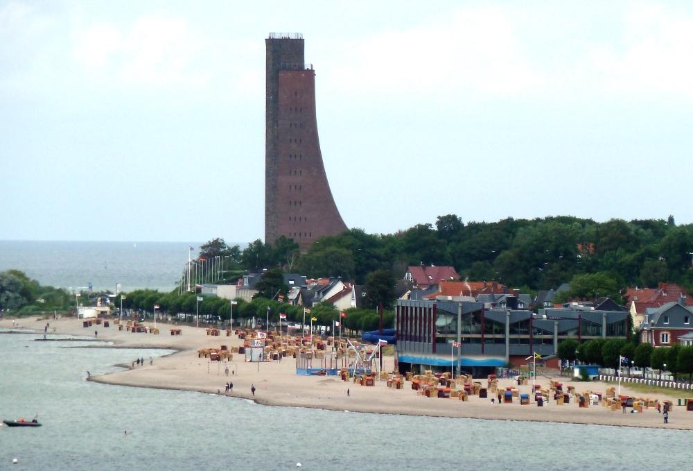 Laboe, Strand und Meerwasser Hallenbad, Marine Ehrenmal und U-Boot-Museum U-995